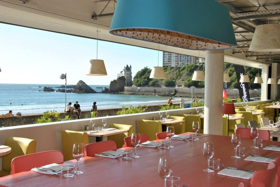 Restaurant vue mer le Surfing plage de la Côte des Basques à Biarritz au Pays basque.