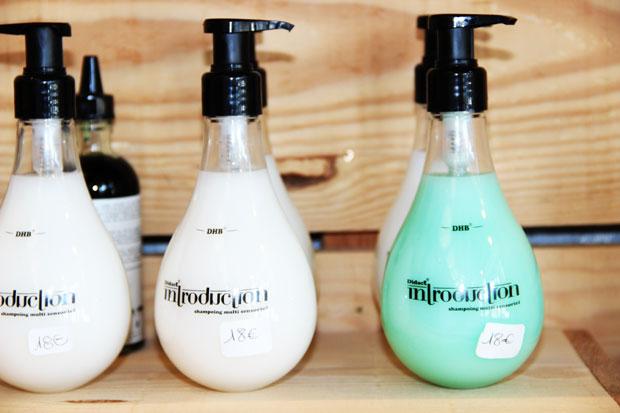 mains-essentielles-shampoing