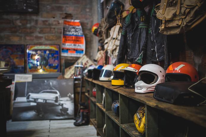 La Ruche Moderne à Anglet : les caques de moto