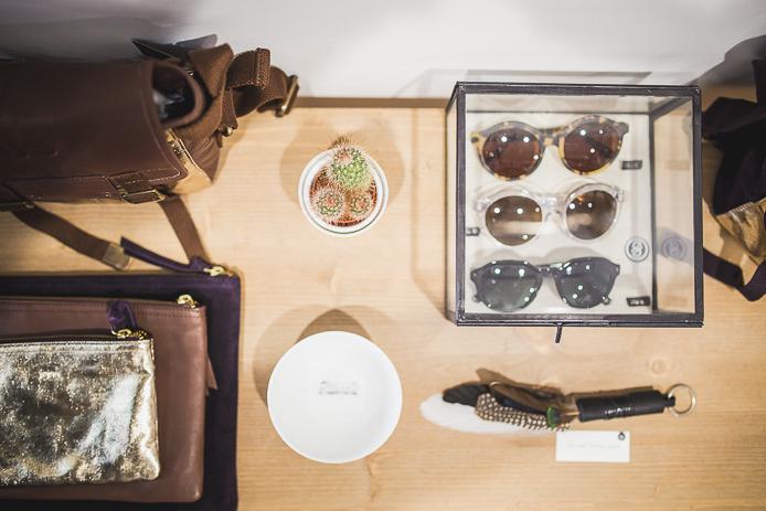 Les lunettes D-Blanc en vente dans la boutique Rockmafia à Biarritz.