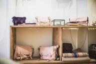 Nouvelle collection rose poudré de sacs Rockmafia à Biarritz