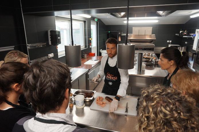 Atelier cuisine à la Villa de l'Etang Blanc avec le chef David Sulpice.