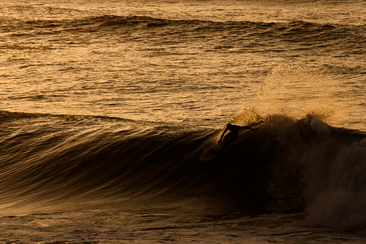 photo de surfeur par le photographe Mat Hemon.