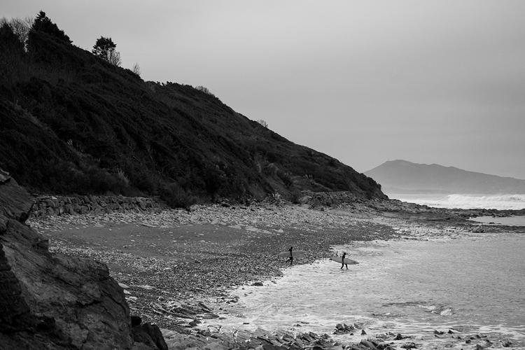 Côte basque photographiée par Mat Hemon en noir et blanc.