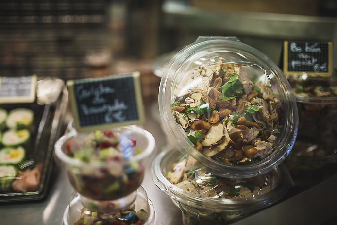 Spécialités de Caro sushis en vente aux Halles de Biarritz.