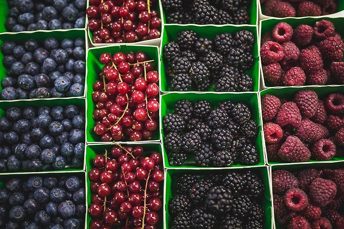 Fruits rouges du marché des Halles de Biarritz.