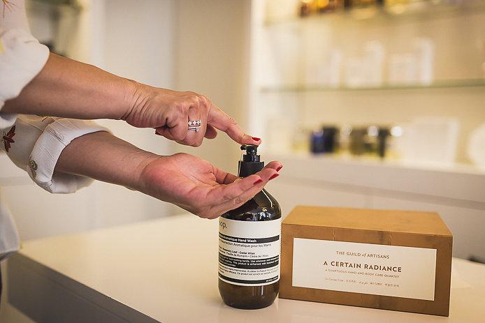 Aésop le gel résurection aromatique mains en vente chez Pure Essence Biarritz.