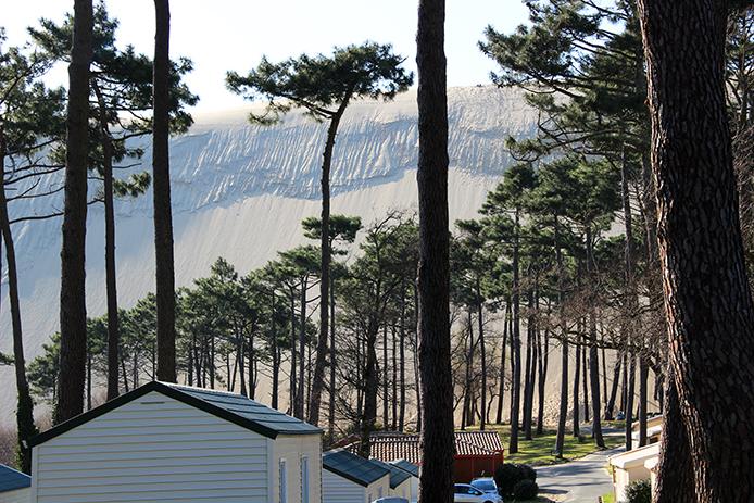 Vue sur la Dune du Pyla depuis le camping des Flots Bleus à Arcachon.