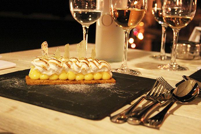 Tartre au citron meringuée de l'hôtel restaurant La Corniche à Pyla sur Mer.