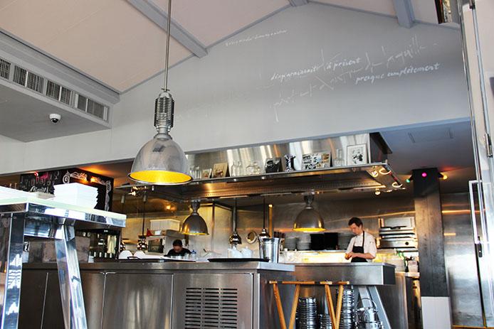 Cuisine ouverte de l'hôtel restaurant La Corniche sur la Dune du Pyla.