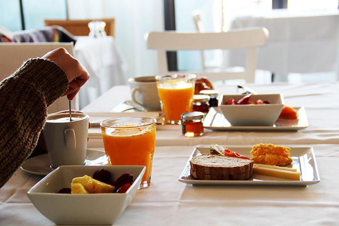 Petit déjeuner à l'Hôtel restaurant LA Corniche à Pyla sur Mer.