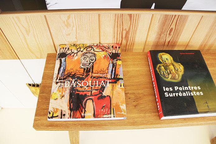 Livre Basquiat dans le salon privée designé par Starck à l'Hôtel La Coorniche à Pyla sur Mer.