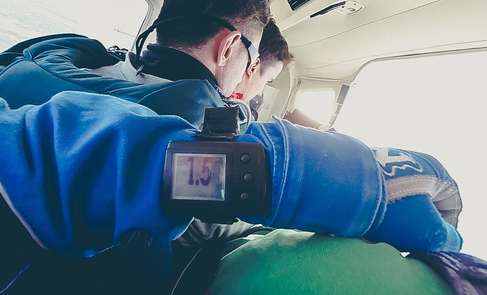 Altitude avant saut en parachute avec Air Evasion au Pays basque.