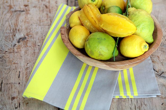 linge de table jaune citron de la marque de linge basque Jean Vier.