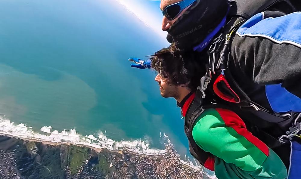 Chute libre au-dessus de la mer de Biarritz avec Air Evasion.
