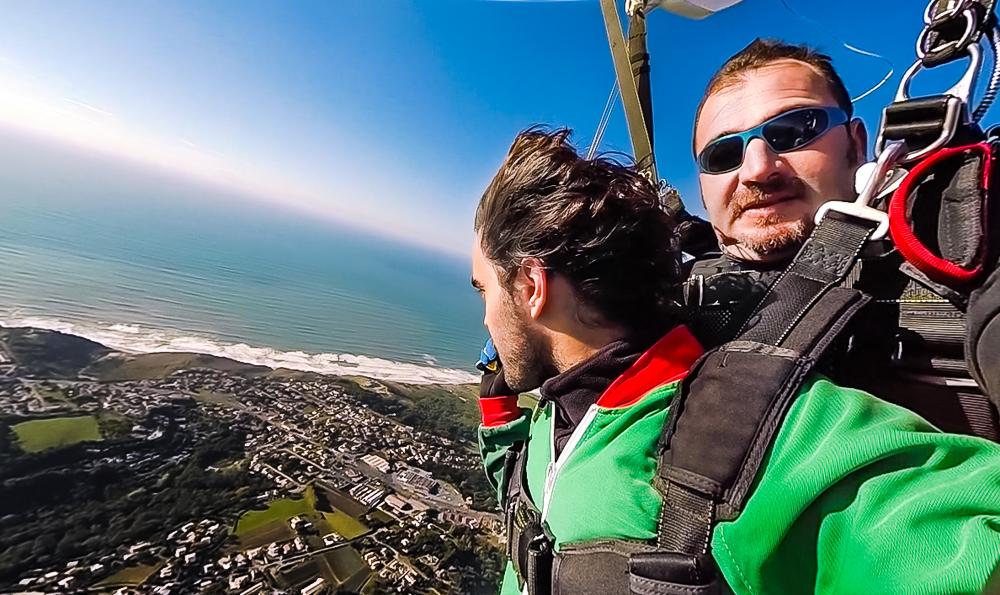 Saut en parachute avec Air Evasion au dessus du Pays basque.
