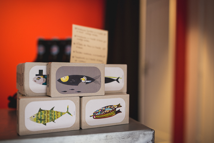Boîtes de sardines design en vente à la boutique StepArt à Hossegor.