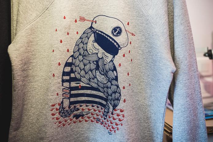 Tee-shirt StepArt par l'artiste en vente à Hossegor.