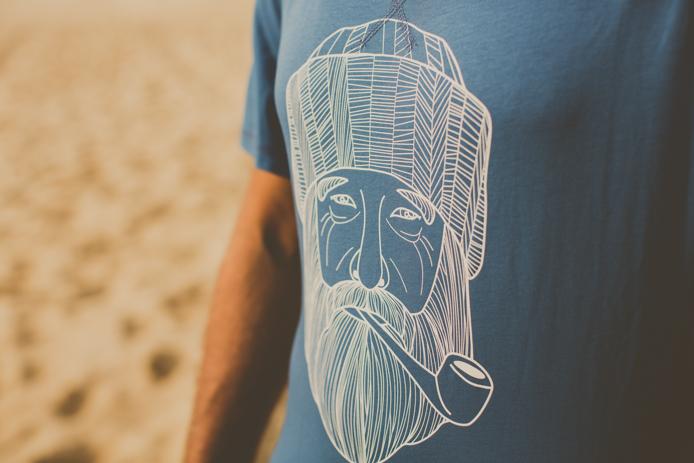 Tee-shirt de la marque 64 gamme studio pour homme avec un marin barbu.
