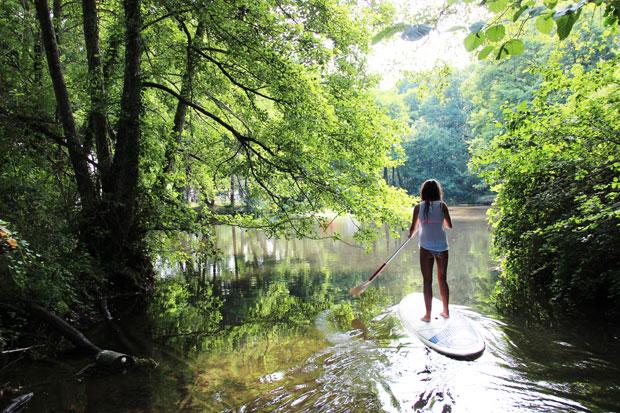 Stand-Up Paddle à l'etang blanc de Souston Azur dans les Landes.