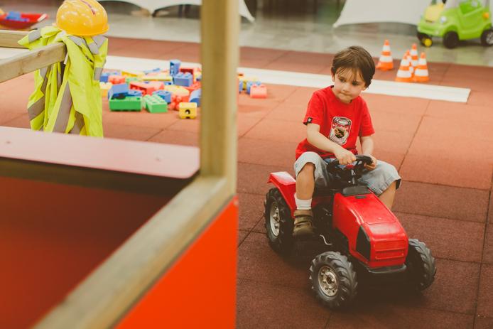Tracteur du parc pour enfants Grenadine et Crayonnade à Anglet.