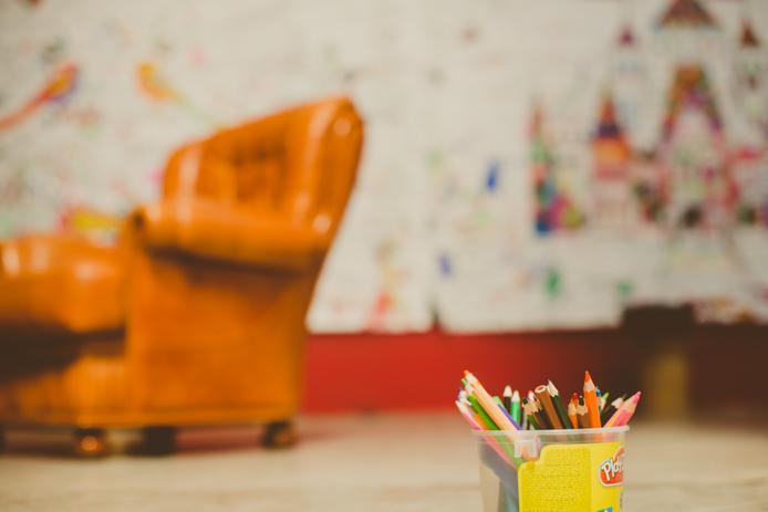 Mur de créativité du parc pour enfants Grenadine et Crayonnade à Anglet.