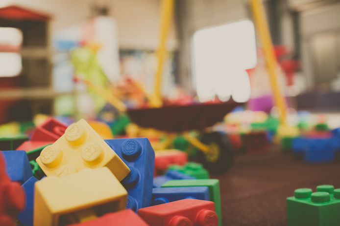 Gros lego du chantier de jeux pour enfants Grenadine et Crayonnade à Anglet.