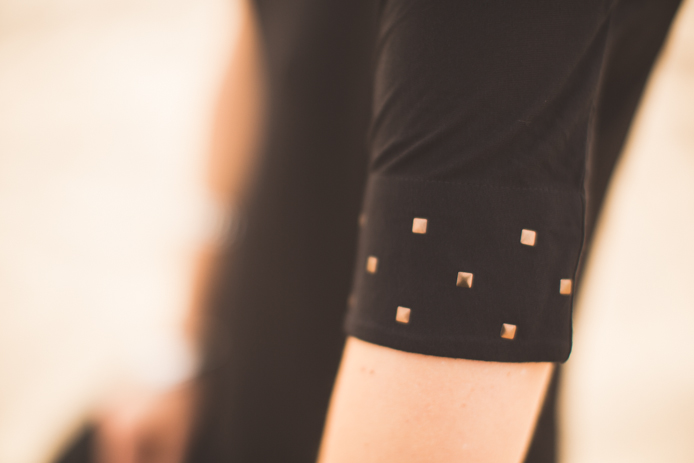 Tee-shirt de la marque 64 gamme Studio pour femme avec <a href='' style='text-decoration:none;color:#555;'>clous métal aux</a> épaules.