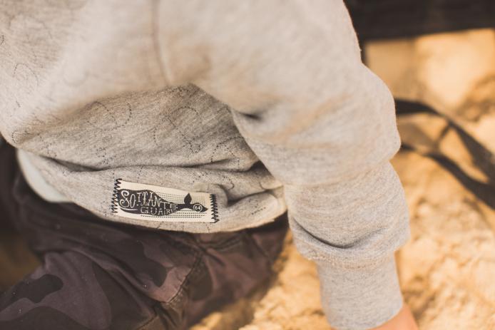 Sweat enfant de la marque 64 modèle ancre marine.