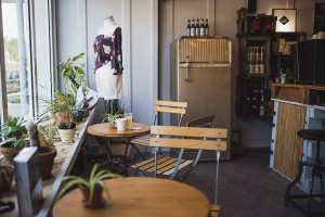 Le coin bar et café du shop All Good à Soorts Hossegor.