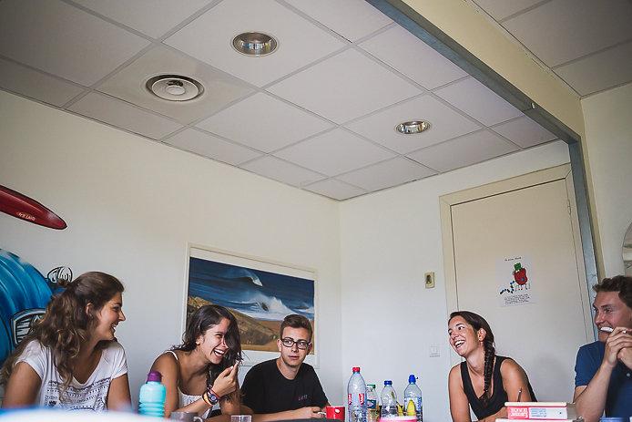 Etudiants des cours Sofi 64 à Anglet près  de la Chambre d'Amour.
