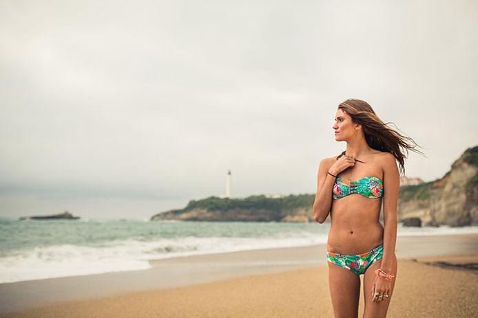 Victoria Vergara à Biarritz, égérie Sowe maillots de bain.