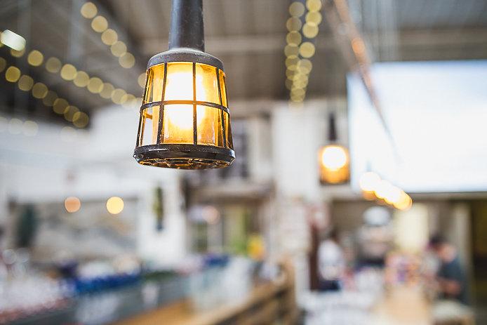 luminaire de la buvette éphémère Chez Renauld à St-Jean de Luz.