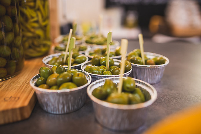 Olives vertes en vente Chez Renauld à St-Jean de Luz.