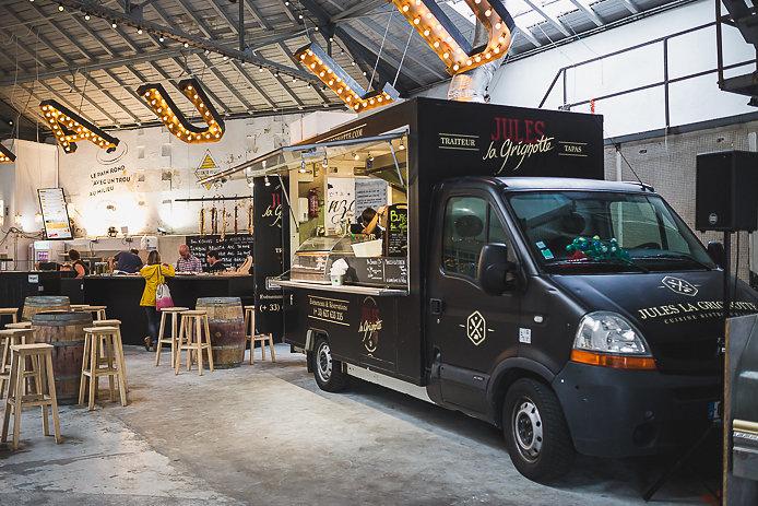 Chez Renauld la brasserie éphémère à Saint-Jean de Luz avec le food truck Jules La Grignotte.