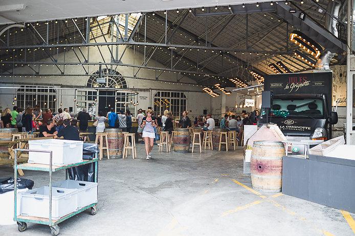 Garage Lamerain transformé en buvette Chez Renauld à St-Jean de Luz.