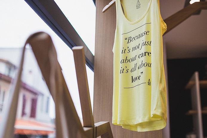 Tee-shirt yoga EQ en vente à Biarritz.