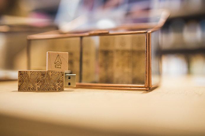Clef USB EQ en vente au concept store à Biarritz.