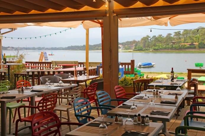 Restaurant La Station face au lac d'Hossegor dans les Landes.