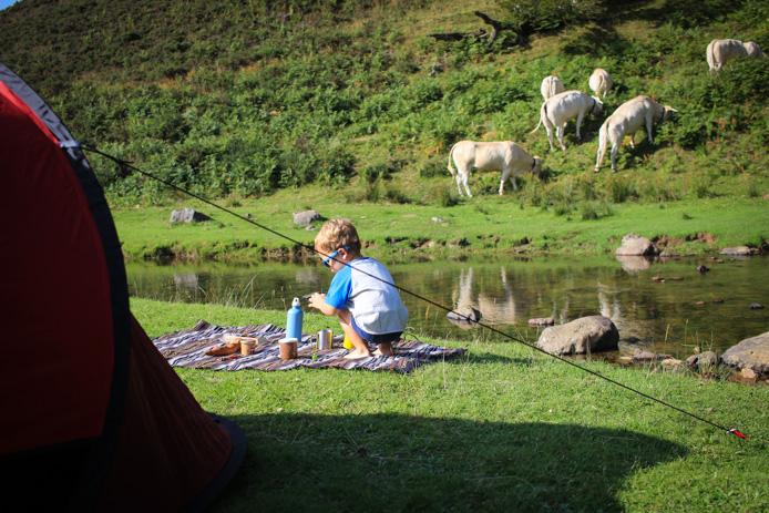 Camping sauvage à Iraty face au ruisseau.