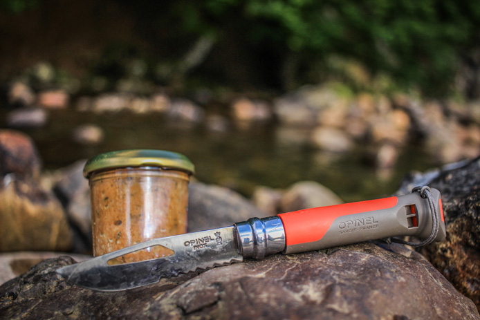 Couteau Opinel pour le camping.