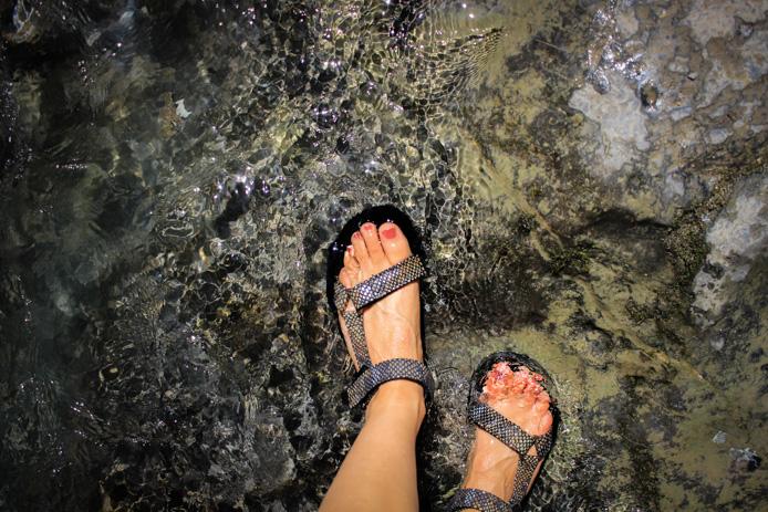 Chaussures Teva aux Gorges de Kakuetta au Pays basque.