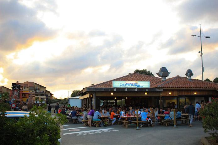 Restaurant moules frites chez Minus au port de Capbreton dans les Landes.