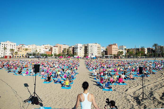 Séance de yoga à Marseille lors du Roxy #RunSupYoga.