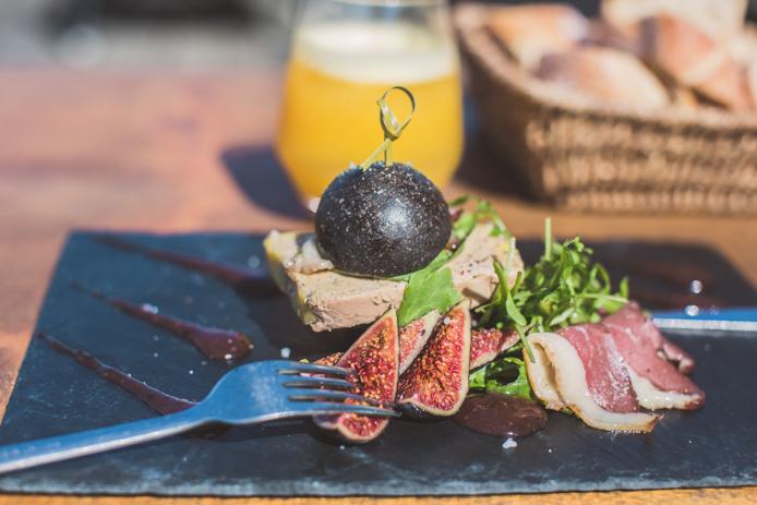 Mini burger au foie gras et magret de canard servis au Baya hôtel restaurant à Capbreton.