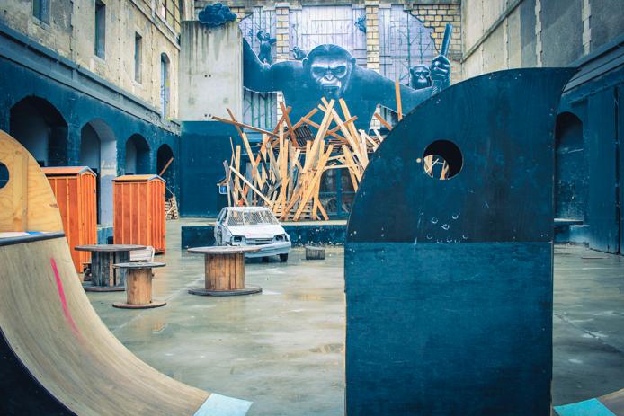 Exposition artistique les Grands Singes à la caserne Niel Darwin Bordeaux