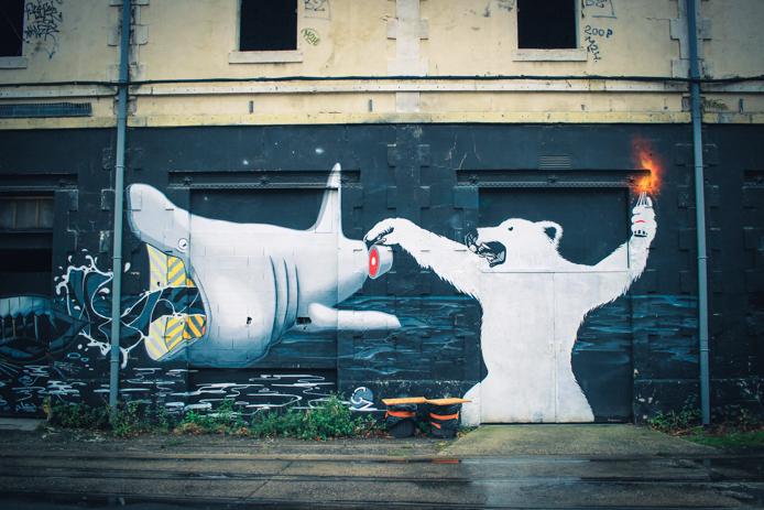 Graffiti à la Caserne Niel Darwin Eco systeme Bordeaux Rive droite