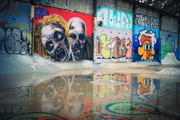 Graffiti sur les murs de l'ancienne caserne Niel Darwin Bordeaux