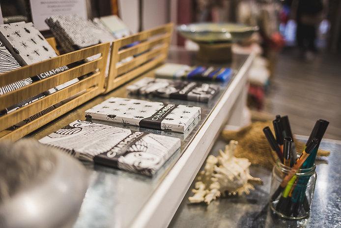 Chat noir chocolat en vente aux Jolies Choses à Bayonne