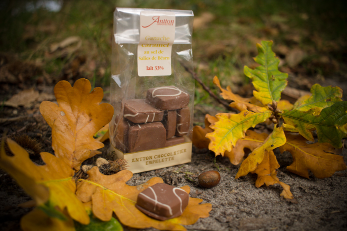 Ganaches caramel sel de Salies de Béarn de Antton Chocolatier dans la Kinda Box 2.